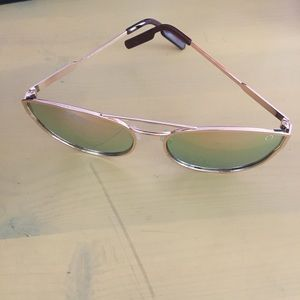 adfa5dbcb8 Quay Australia Accessories - QUAY rose gold mirrored reflective sunglasses